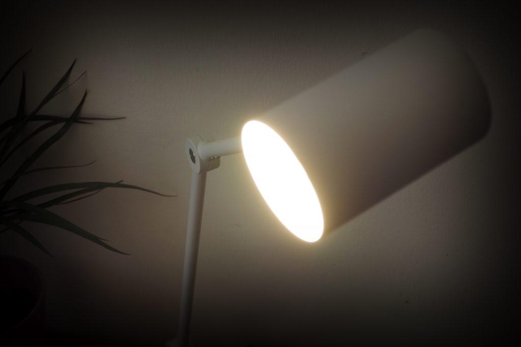világít